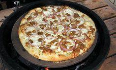 Big Green Egg Pizza tips Big Green Egg Pizza, Big Green Egg Smoker, Green Eggs And Ham, Healthy Grilling Recipes, Vegetarian Grilling, Cooking Recipes, Barbecue Recipes, Barbecue Sauce, Grill Recipes