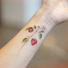 The mini tattoos are perfect for people who start in the art of the tattoo. Tattoos are usually quite simple and beautiful. DISCOVER THE IDEAS coolest! Mini Tattoos, Tattoos Skull, Dainty Tattoos, Little Tattoos, Pretty Tattoos, Unique Tattoos, Body Art Tattoos, New Tattoos, Sleeve Tattoos