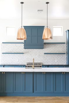 By using Newburg Green from the Historical Collection, added an elegant and sophisticated pop of color to their client's newly refurbished kitchen. Blue Kitchen Cabinets, Green Cabinets, Kitchen Reno, Beautiful Kitchens, Cool Kitchens, Tiffany Blue Kitchen, Popular Kitchen Colors, My Kitchen Rules, Kitchen Decor Themes