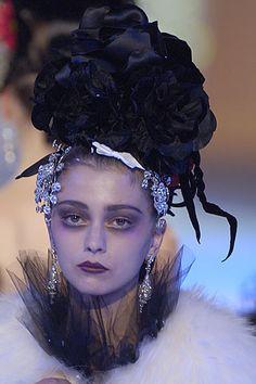 Christian Lacroix Autumn/Winter 2003 Couture