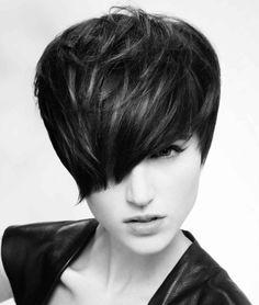 El pelo negro está de moda y que mejor con un corte Pixie,corte que está dando un giro radical y se suma a las tendencias en peinados 2013/2...