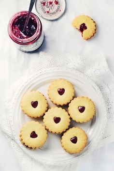 Jammy Dodgers are essentially Linzer bicuits with a funny name. A jam sandwich in biscuit form.