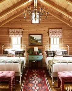 cabin decor Explore The Expansive Midwestern Getaway Photos Cabin Homes, Log Homes, Retro Home Decor, Beautiful Bedrooms, Bedroom Decor, Bedroom Loft, Bedroom Lighting, Farm Bedroom, Nautical Bedroom