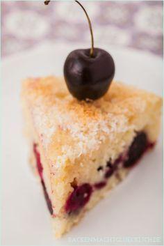 Saftig, fruchtig, lecker und fettarm! Buttermilchkuchen mit Kokoshaube // Low fat buttermilk cake // http://www.backenmachtgluecklich.de
