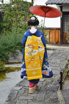 Shooting location is Eiunin Temple. Japanese Geisha, Japanese Beauty, Japanese Kimono, Japanese Art, Japanese Uniform, Kabuki Costume, Geisha Art, Memoirs Of A Geisha, Art Japonais