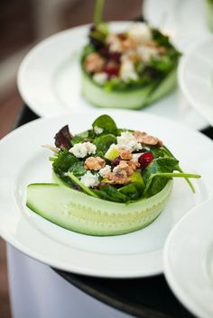 Wedding Food 40 Smart and Creative Food Presentation Ideas - Here's taking a look at few innovative, smart and creative food plating ideas. These are real steals! Simplicity is the key. That's the best pointer to succeed in plating ideas. Salad Presentation, Fancy Food Presentation, Gourmet Recipes, Cooking Recipes, Gourmet Foods, Gourmet Desserts, Sushi Recipes, Health Desserts, Free Recipes