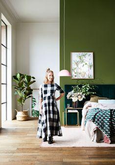 A New Direction for Artist Kimmy Hogan Living Room Green, Green Rooms, Bedroom Green, Bedroom Wall, Bedroom Decor, Green Wall Color, Mid Century Exterior, Estilo Tropical, Greenhouse Interiors