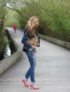MAYO 2012 :: picture by rebelattitude - Photobucket Work Fashion, Fashion News, Bright Shoes, Red Outfits, Casual Outfits, Red Leopard, Casual Fall, Everyday Fashion, Autumn Winter Fashion