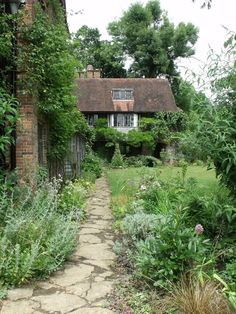 Country Cottage Garden, Fairytale Cottage, Cute Cottage, Old Cottage, Cottage Living, Cottage Homes, Cottage Style, Living Off The Land, English House