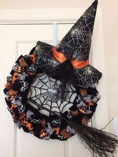 Halloween Spider Witch Wreath by TabsonWine on Etsy Halloween Mono, Halloween Witch Wreath, Halloween Mesh Wreaths, Cute Halloween Costumes, Halloween 2014, Halloween Spider, Diy Halloween Decorations, Holidays Halloween, Holiday Wreaths