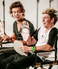 niall's smile is the cutest thing and harry's face haha