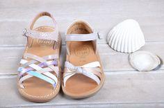 (1) Les Casse-pieds , chaussures pour enfants