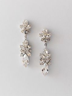 Crystal dangling earrings in an unforgettable floral shape. A bit of springtime all year long.