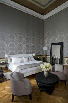 Explore the Enchanting Aman Canal Grande Hotel in Venice (Fres Home) Fireplace Design, Interior Inspiration, Hotel Interior, Bed Interior, Luxury Bedding, Hotel, Interior Design, Home Decor, Interior Architecture