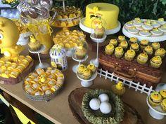 Festas Personalizadas em Brasília: Pintinho Amarelinho 13th Birthday, Baby Birthday, 1st Birthday Parties, Barbie Em Paris, Farm Animal Party, Chicken Art, Baby Party, Cake Smash, Baby Shower Themes