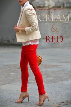 Con faja tira bordada y accesorios rojos, camiseta roja