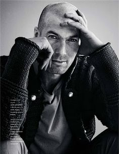Zidane It was my father who taught us that an immigrant must work twice as hard as anybody else, that he must never give up. Brazil Football Team, Football Boys, Bald Men Style, Beautiful Men, Beautiful People, Oscar Wilde, Bald Man, Marlon Teixeira, Zinedine Zidane