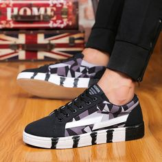 Men Sneakers Canvas Lace Up Low Top Sport Running Casual Shoes - US$27.72