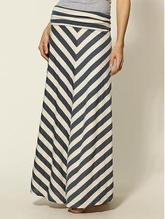 Piperlime chevron maxi skirt - I think this needs to find a home in my closet. Not think. Chevron Maxi Skirts, Stripe Skirt, Mode Style, Style Me, Classy Style, Cute Skirts, Long Skirts, Facon, Dress Skirt