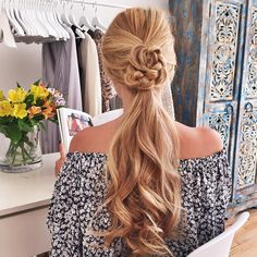 Dreamy Curls Headbands - Heatless way to curl your hair Classy Hairstyles, Popular Hairstyles, Heatless Hairstyles, Curled Hairstyles, Wavy Curls, Flowers In Hair, Flower Hair, How To Curl Your Hair, Hair 2018