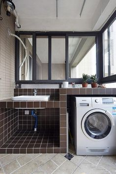 55 Balcony Table Ideas For Your Lovely Home / Apartment Outdoor Laundry Rooms, Small Laundry Rooms, Laundry Area, Bathroom Interior, Interior Design Living Room, Balcony Doors, Balcony Blinds, Balcony Railing, Apartment Balcony Decorating