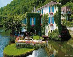 Le Moulin De L'abbaye Hotel, Brantôme, France - http://destinations-for-travelers.blogspot.com.br/2013/02/le-moulin-de-labbaye-hotel-brantome.html