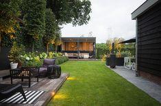 Kindvriendelijke tuin in Elspeet Small Courtyard Gardens, Small Courtyards, Small Gardens, Outdoor Gardens, Garden Sitting Areas, Contemporary Garden Rooms, Seaside Garden, Garden Trellis, Wooden Garden