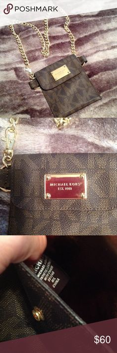 Michael kors logo belt purse fanny pack Great michael kors belt purse ,for going with free hands ! Color is brown with gold chain hardware , used only twice ! Size M/L but will fit small too ! You can attach the clip on any link of the chain! TV $70 MICHAEL Michael Kors Bags Mini Bags