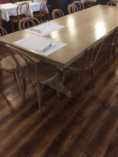table sur mesure en chêne massif , servant de table d'hôte , contact robin 06 17 82 05 31 Table D Hote, Robin, Dining Table, Furniture, Home Decor, Solid Oak, Solid Wood, Dining Room Table, Decoration Home