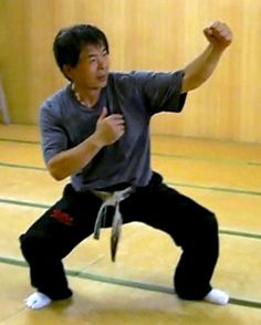 Jodan Uke performed by the late Oguri Shihan. -UG-
