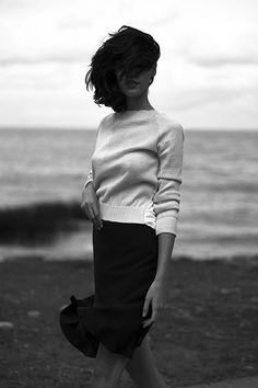 (not only a beautiful image, but love the idea of a longer black shirt with a simple sweatshirt top)
