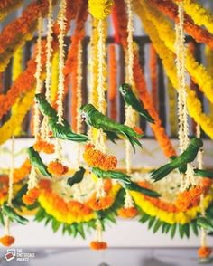 Decor ideas from South Indian Weddings you WILL want to steal indian wedding Decor ideas from South Indian Weddings you WILL want to steal Marriage Decoration, Wedding Stage Decorations, Engagement Decorations, Flower Decorations, Diy Flowers, Hanging Flowers, Outdoor Decorations, Decor Wedding, Real Flowers