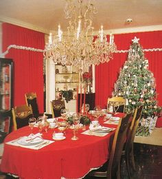 This is a picture of the Presleys family dinner at Christmas where Elvis was always at the head of the table.
