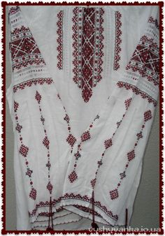 Жіноча вишиванка Folk Embroidery, Cross Stitch Embroidery, Embroidery Patterns, Cross Stitch Patterns, Knitting Patterns, Palestinian Embroidery, Embroidered Clothes, Top Pattern, Craft Patterns
