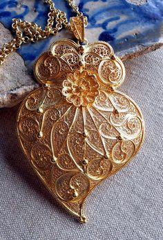 Portugal HUGE Filigree Handmade Heart of Minho, Viana do Castelo Metal Jewelry, Antique Jewelry, Gold Jewelry, Filigree Jewelry, Folklore, Precious Metal Clay, Gold Filigree, Pearl Diamond, Necklace Set