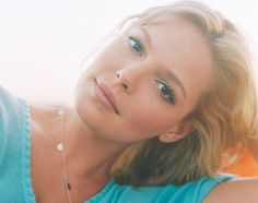 katherine heigl. you are so pretty. and you look gorgeous as a brunette and a blonde. not fair. ok.