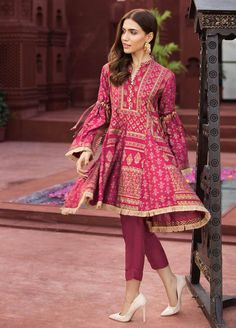 Fabric: Jacquard and Cotton Net block printed fish paneled peplum with culotte tie sleeves. Simple Pakistani Dresses, Pakistani Fashion Casual, Pakistani Dress Design, Pakistani Outfits, Designer Party Wear Dresses, Kurti Designs Party Wear, Girls Designer Dresses, Party Dresses, Stylish Dresses For Girls
