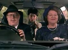 Driving Mrs Fortescue - Keeping Up Appearances Wiki British Tv Comedies, British Comedy, British Actors, American Actors, Comedy Tv Shows, 70s Tv Shows, Funny Sitcoms, Barbara Johnson, English Comedy