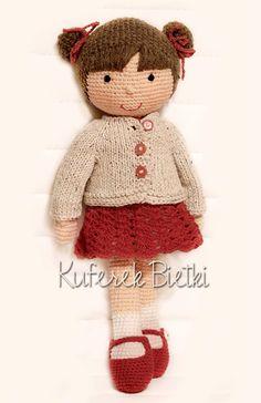 Ruby - zabawka wykonana ręcznie na szydełku. Lalka ubrana jest w sukienkę oraz szydełkowane buciki. Wielkość lalki : około 36 cm.   Ma...