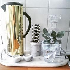 Godmorgon härliga följare  Måste tipsa er om denna fina termos. Kollat på den tidigare & igår blev den äntligen min  Ni finner den på ÖB för ynka 129pix #interior #interør #dagenstips #fynd #termos #öb #jönköping #kitchen #nordic #inspo #inspo4all #instapic #mässing #marmor #jkpg #finahem #gold #eukalyptus #kostaboda #inredning #Home #kaffe #köksdetaljer #diy #ögongodis #homedecor #dagensinterior #loppisfynd #picoftheday #insta_idi