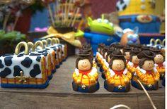Olha que esta Festa Toy Story que maravilhosa!!!Este tema realmente me encanta.Decoração do siteBagatelle.Lindas ideias e muita inspiração.Uma semana maravilhosa para todo mundo....Bjs, F...