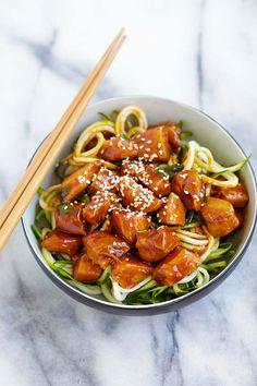 Honey Sriracha Chicken Zucchini Noodles - healthy zoodles with sweet and spicy honey sriracha chicken. So good you want this every day | rasamalaysia.com