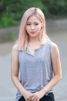 Korea Hair Color, Pastel Pink Hair, Korean Girl Fashion, Mixed Girls, Hair Color And Cut, Beautiful Asian Girls, Beautiful Women, Dyed Hair, Korean Girl Groups