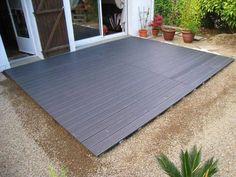 Tutoriel expliquant comment poser une terrasse en bois composite sur lambourde et plots réglables (lames composites castorama ou brico dépôt blooma Dixi) Exemple d'une pose de terrasse sur terrain meuble