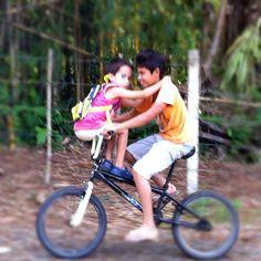 kids_doubling_bicycle.jpg 711×711 Pixel