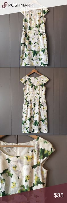 ✨ Dressbarn Bold Floral Print Sheath Pocket Dress This dress is absolutely stunning! Such a unique and pretty floral pattern. Capped Sleeves. Pleated for that figure-flattering look. It is in excellent, flawless condition. Offers are welcome. Dress Barn Dresses