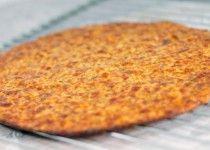 Zelf uitgetest: Gezonde pizzabodem | koolhydraatarm. (Deed er een bolognaisesaus op: zalig!)