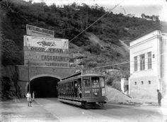 O Túnel Alaor Prata, inaugurado como Túnel Real Grandeza, mas mais popularmente conhecido hoje como Túnel Velho, localiza-se na cidade do Rio de Janeiro, entre os bairros de Botafogo e Copacabana. Inaugurado no dia 6 de julho de 1892. O seu atual nome é uma homenagem a Alaor Prata, prefeito da cidade na gestão de 15 de janeiro de 1922 a 15 de novembro de 1926. http://pt.wikipedia.org/wiki/T%C3%BAnel_Velho