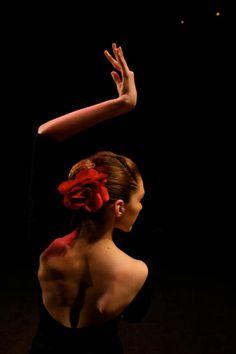 crescentmoon...flamenco♥ Wonderful! www.thewonderfulworldofdance.com #dance