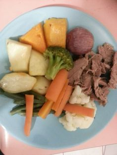 Roast Lamb with Mint and Rosemary. Book 6 Page Lovely Sunday meal! Roast Lamb, Pot Roast, Sunday Recipes, Diet Recipes, Goodies, Meals, Book, Ethnic Recipes, Carne Asada
